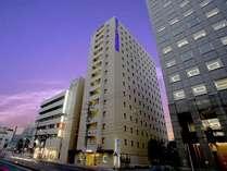 超高層ビルが立ち並ぶ名古屋の玄関でお客様をお迎えいたします。