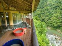 [露天風呂]眼下には大川渓谷が望めます。