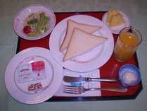 【ご朝食メニュー】□トースト□サラダ□フルーツ□ヨーグルト
