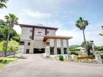 *【外観】鳴門北ICよりすぐのホテル。すぐ近くには海岸が広がる、のどかな環境です。