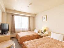 ◆ツインルーム【15平米】幅110cmのゆったりサイズのベッドが2台。全室無線LAN(Wi-Fi)対応です。