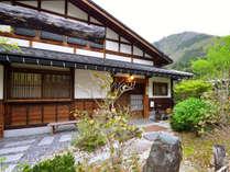 **山草庵/150年前の民家を移築して改装した山草庵。