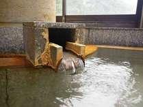 *【湯口】800年の伝統の湯が今日も注がれています。