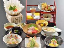 京会席料理一例。時季仕入等により写真とは異なる場合がございます。