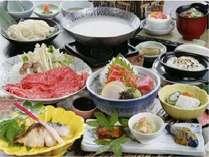 季節の和会席料理。料理長おまかせの旬の味覚をお楽しみくださいませ。(写真はイメージです)