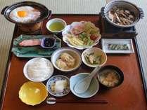 【朝食】品数豊富な和食膳です。