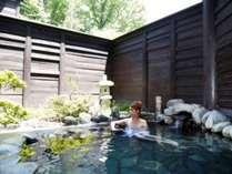 【露天風呂(殿方】1日の旅を思い返しながら、伊香保の風に吹かれ、温泉をお楽しみください。