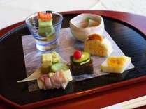 山の幸を中心に地元の野菜も美味しく食べて頂きたい!そう願い一品一品手作りでお出しする和食膳です。