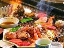 囲炉裏で焼く当館自慢の炭火焼き料理。厳選食材をじっくり焼いてお召し上がりいただける人気メニューです!