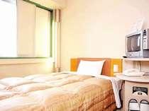 清潔で機能的なお部屋 ふかふかの羽毛布団とワイドベッドで、快適にお休み下さい