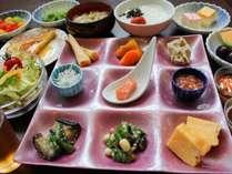 【朝食】オードブル形式で好きなお料理を好きなだけ!たまには食べ過ぎてもOKでしょ♪(写真は一例)