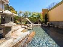 【四季に癒される露天風呂】季節によって姿を変える秋保の景色を眺めながらの入浴が楽しめます。