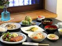 ☆ 地元産の旬の食材を存分に味わえる女将手作り料理の数々。