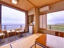 *和室10畳/窓辺に広がるオーシャンビューをお楽しみください♪(客室一例)