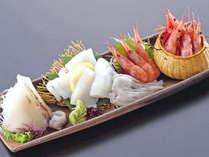 *【甘海老&イカ刺し】本来の甘味を逃がさぬよう、新鮮なものだけを厳選!当館オススメの地の食材です。