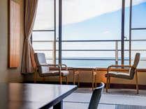 *【オーシャンビュー和室<4~6階>】風景を愉しめるように造られた大きな窓は、全室に対応。