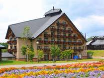 【外観(グリーン)】欧風ロッジをイメージした高原のリゾートホテルです