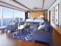 【ジュニアスイート】お部屋は広々66平米。入った瞬間、目の前に広がる琵琶湖をお楽しみいただけます。