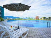 【屋外プール】夏季限定ガーデンプール。営業時間は9:00~17:00 ※イメージ