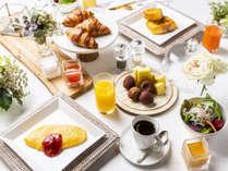 開放的なオープンキッチンで、滋賀の食を満喫していただける朝食をご用意。