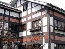 ★【外観】創業160年。ここは歴史溢れる、全10室の大人の隠れ家。喧騒から離れ、安らかなご滞在を。