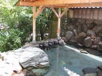 【露天風呂】静かな緑に囲まれ、歴史と情緒ある湯の町、山中をお楽しみください☆