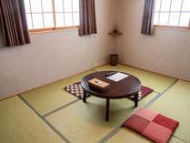 ムダのない素朴なお部屋。お得に旅する人向け。/別館:和室6畳一間