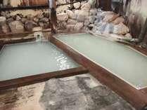 男性風呂(混浴)(左:梶原の湯、右:弘法の湯)