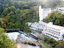*外観/当館の目の前を阿賀川が流れ、自然を感じながら癒しの時間をお過ごし頂けます。