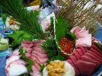 お刺身はその日の市場で仕入れた鮮度抜群の海鮮をお召し上がり下さい