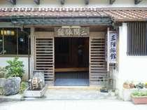 有福温泉の真ん中に位置する純和風旅館です。