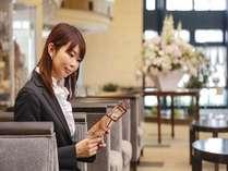 【ロビー、ソファー席】Wi-Fi接続可能!待ち合わせにも便利なソファー席です。