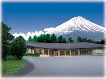 富士桜荘外観 正面から富士山を望む