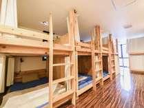 快適に休めること間違いなし!全ベッド、セミダブルサイズの快適空間★荷物が多くても安心!