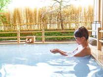 【女性露天風呂~本館】「白妙の湯」は、超微細なイオンが優しくお肌を包みます。