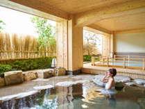 【女性露天風呂~本館】開放的な露天風呂で飛騨川のせせらぎを聞きながら、下呂のお湯をご堪能ください。