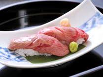 ジューシーな旨味が広がる「飛騨牛の炙り寿司」