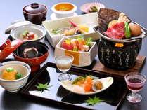 【和牛朴葉焼会席】飛騨の郷土料理「朴葉味噌」を柔らかな和牛を絡めて味わう会席です。