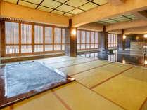 【大浴場~本館~】寝転んで寛げるほど肌触りが柔らかく、温かみのある畳風呂を実感してみて下さい!