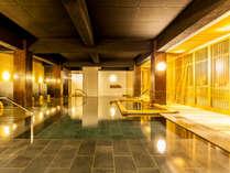 【本館~薬師の湯~】浴槽内に檜風呂を備えた新浴場。