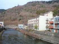 木曽川からの当館 三河家