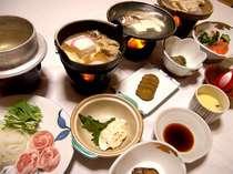 *お夕食一例。地元の味覚満載の、自慢の郷土料理を召し上がれ♪