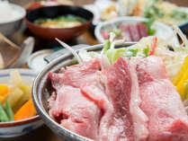 *お夕食一例/地元の旬味を活かした和定食料理をごゆっくりお愉しみ下さい。