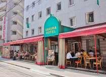 サクラホテル本館の向かいの別館1階には24時間営業のサクラカフェ&レストラン池袋がございます。