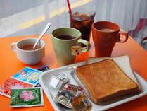 カフェで提供しております食べ放題の朝食でございます。