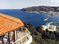 海と伊東の街を一望 。伊東駅からも見える丘の上のオレンジ屋根