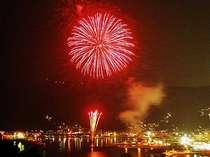 花火大会 目の前で大輪の花火が炸裂
