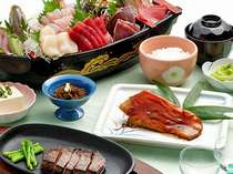 伊東港の新鮮な海の幸の舟盛り、地魚料理、肉料理、デザート付き