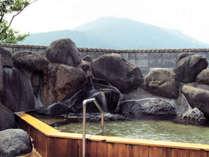 *露天風呂一例/露天風呂からは五の宮岳の山頂をご覧いただけます。開放感いっぱい。