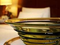 客室内の小樽ガラスのオブジェが、小樽らしさを演出♪